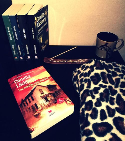 Books ♥ Indoors  Reading & Relaxing No People Relaxing @ Home Incienso