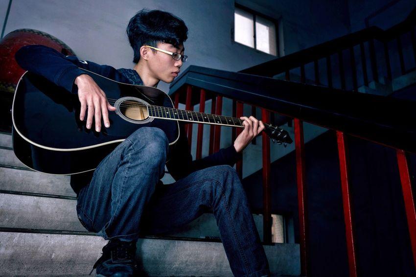 身邊的人們 Musical Instrument Playing One Person Guitar Lifestyles 身邊的朋友 Reedit