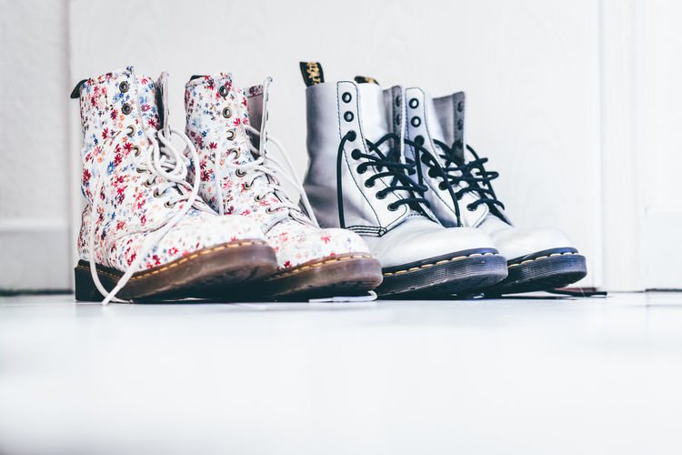 Blümchenschuhe Boots Close-up Day Kultobjekt No People Schuhe  Schuhe Mit Blumen Schuhladen Shoe Store Shoeaddict Shoes Shoes ♥ Shoeshop Shoeshopping Silberne Schuhe Sport Walking Walking Around