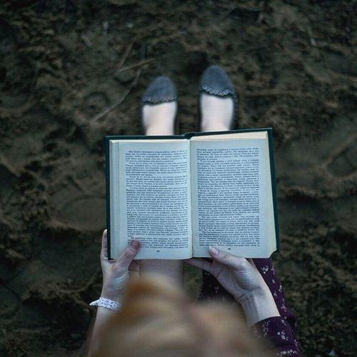 First Eyeem Photo Taking Photos Books Sea Hello World Book Girl книга Екатеринбург Россия