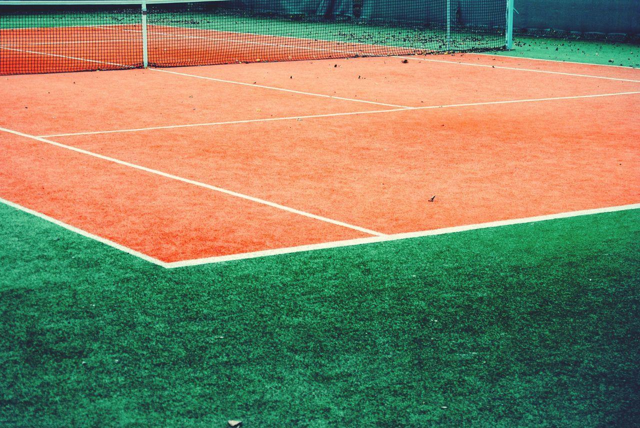Net on clay tennis court