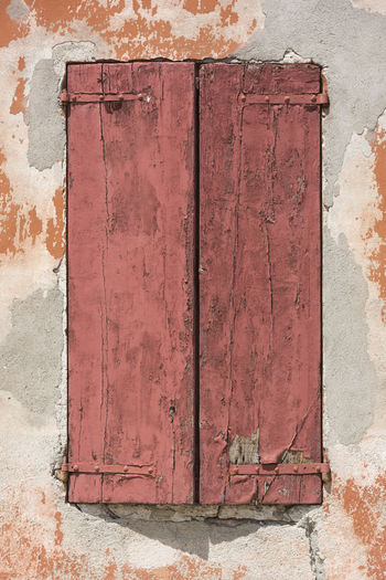 Red window Damaged Architecture Red Textured  Abandoned Architecture Building Exterior Built Structure Closed Closed Window  Damaged Damaged And Wrecked Damaged Building Day Decline Deterioration No People Old Outdoors Pattern Red Color Rusty Rusty Metal Street Streetphotography Weathered