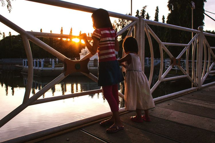 Bridge - Man Made Structure People Adult Night Adults Only Leisure Activity Full Length Casual Clothing Travel Destinations Two People Happiness Outdoors Lifestyles City Built Structure Real People Women Young Women Only Women Togetherness Outdoor Photography Done That.