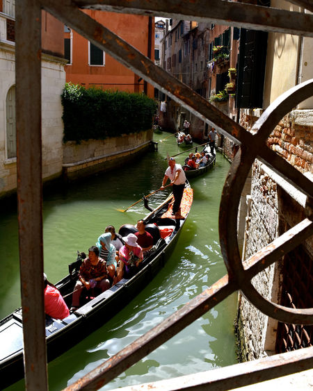 Gondole In Venice Travel Travel Photography Venice Canals Venice, Italy Architecture Bridge - Man Made Structure Built Structure Canal Footbridge Gondola - Traditional Boat Gondolier High Angle View Italy Mode Of Transport Nautical Vessel Real People Transportation Travel Destinations Venice Water