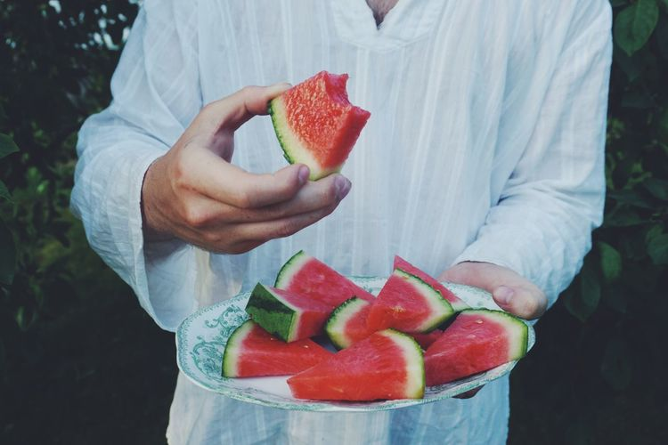 juicy watermelon Watermelon Juicy Juicy Fruit Fruits Summertime Summertime Summer Views Summer ☀ Garden Man Unrecognizable Person Human Body Part Human Hand Healthy Lifestyle Fruit Red Women Summer Eating Holding Grapefruit Watermelon Juicy Melon Halved Community Garden Vitamin C Kiwi - Fruit