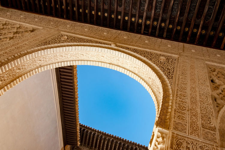 Alhambra (Granada) Alhambra De Granada  The Week on EyeEm Ancient Civilization Arch Architectural Column Architecture Building Exterior Built Structure Ceiling City Clear Sky Day Directly Below History Low Angle View No People Ornate Outdoors Pattern Sky Sunlight The Past Tourism Travel Destinations
