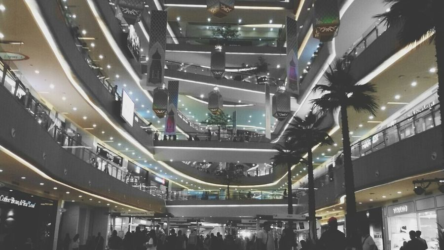 on! Mall The Mall Crowded Blackandwhite Photography Black And White Photography Black And White On Top Of The World