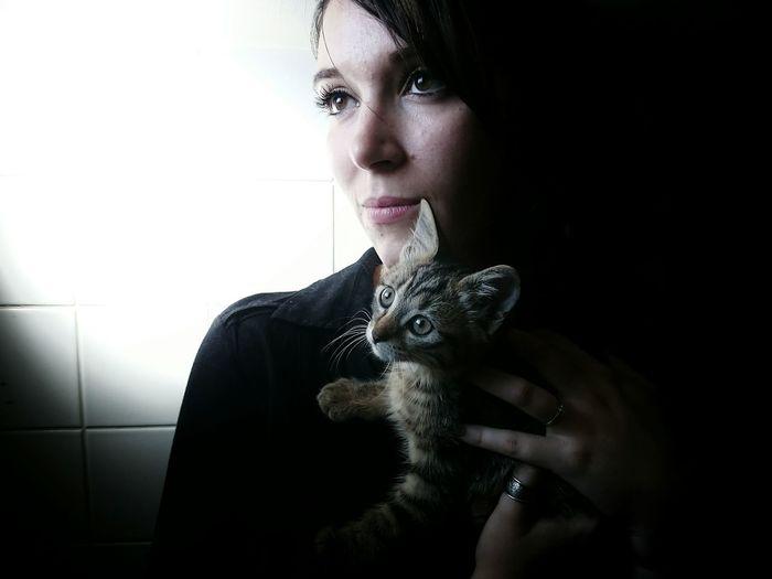 Lisa & Kira 🐈 EyeEm Best Shots - People + Portrait Color Portrait Portrait Of A Woman Cat Lovers Catoftheday Kitty Pet Portraits