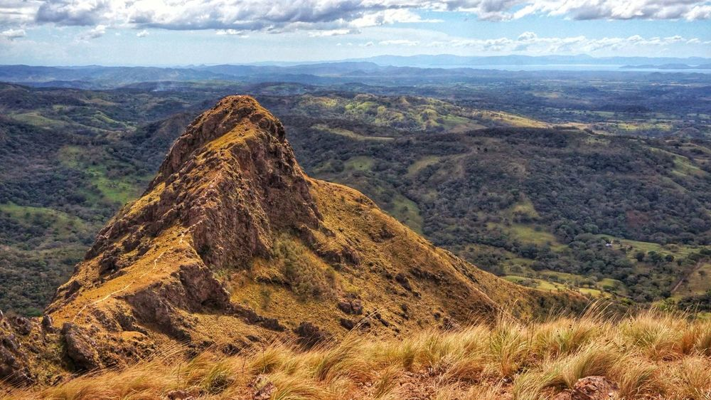 Una de las tantas vistas que se ven en Costa Rica #Costa Rica #sony Nature Geology Day Outdoors Mountain Volcano Tranquility Landscape Beauty In Nature No People Travel Destinations Tranquil Scene Sky Volcanic Landscape Physical Geography Scenics