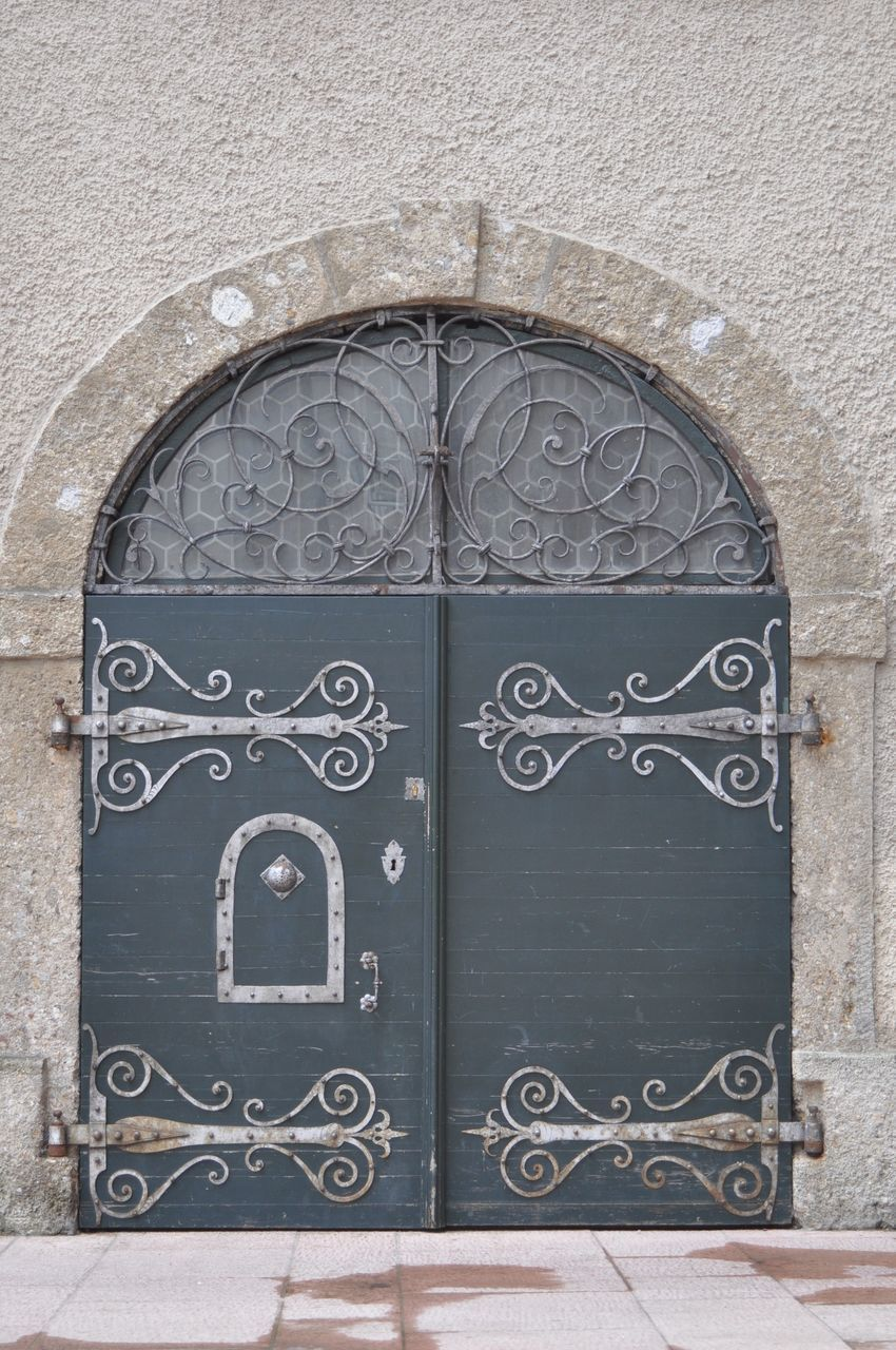 CLOSE-UP OF CLOSED DOOR WITH METAL WALL