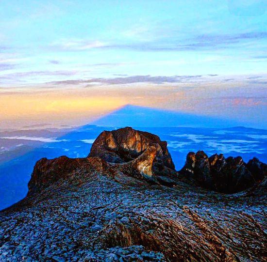 Natural Light Mountkinabalu Climbing A Mountain Thepeak