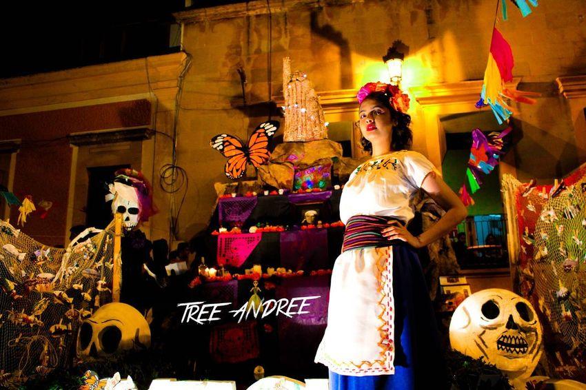 El sordo a su manera interpreta... Mexico People Night Noche Mexicana Coco Mexican People