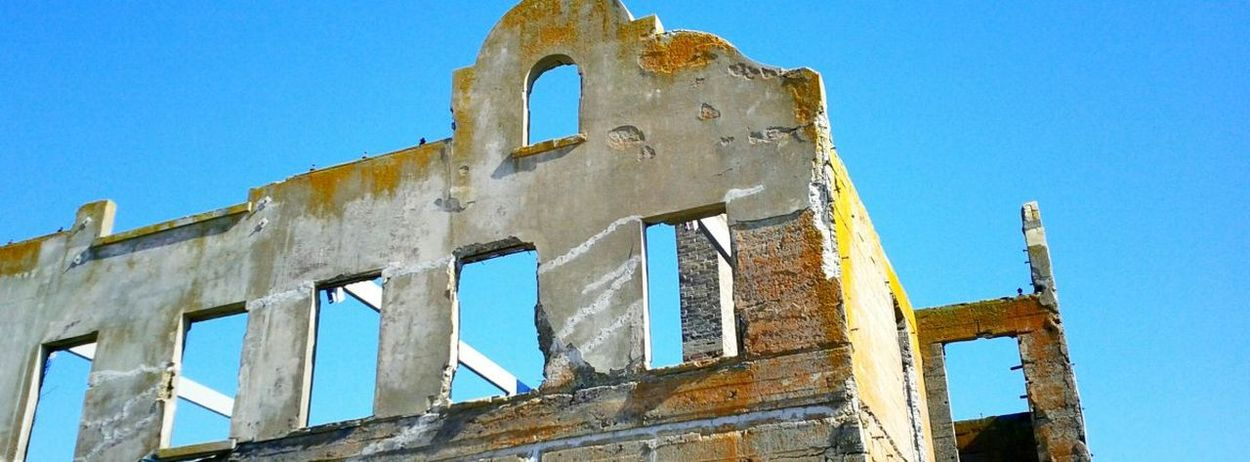 Historical Building warden's house Ruins on Alcatraz Burned Panoramic Photography Seeing The Sights San Francisco