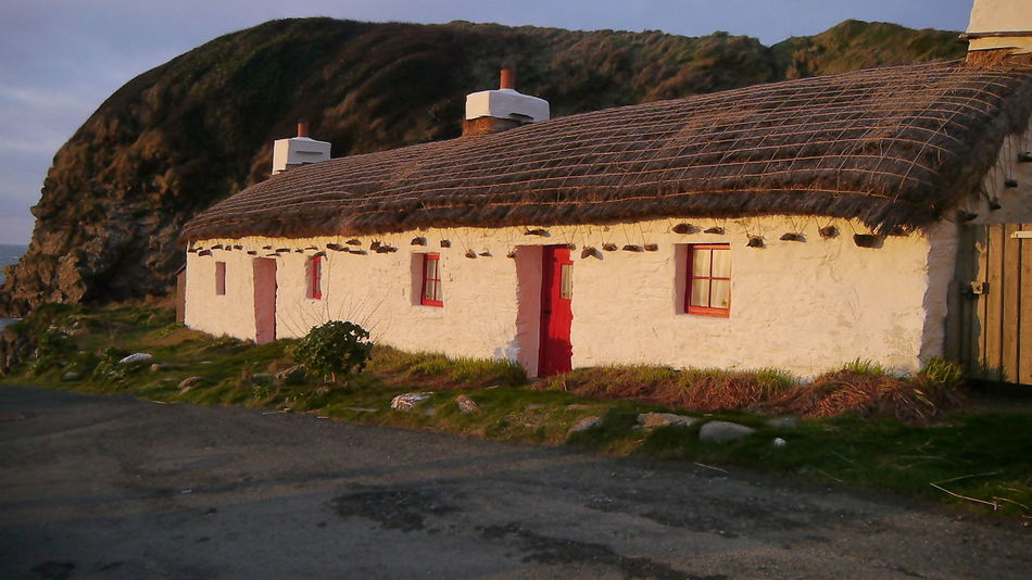 Niarbyl Seaside Thatched Cottage Thatched Roof Waking Ned Isle Of Man