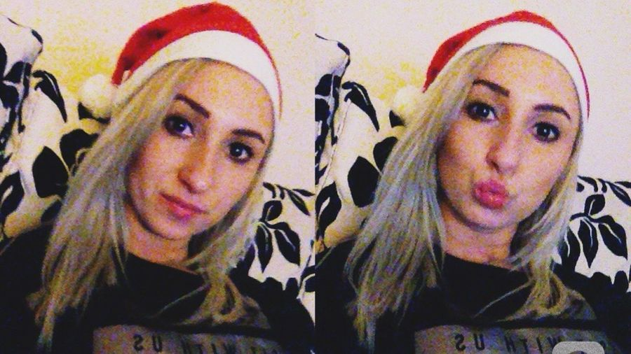 Santaclaus 🎅🏻 Christmastime Hello World December ThatsMe Selfies Funny Kisses Beautiful Taking Photos Blondhairdontcare Self Portrait Kisses❌⭕❌⭕ Evening EyeEm Woman