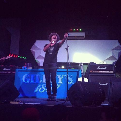 Perform @duniamanji at @CastelloRooftop Surabaya! Latepost Manji Live