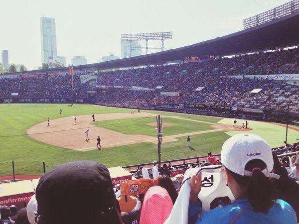 오랫만에! 다리는 햇빛에 뜨겁고... 몸은 바람에 춥고... 그래도 이겼으니 ㅎㅎ Baseball Sunny
