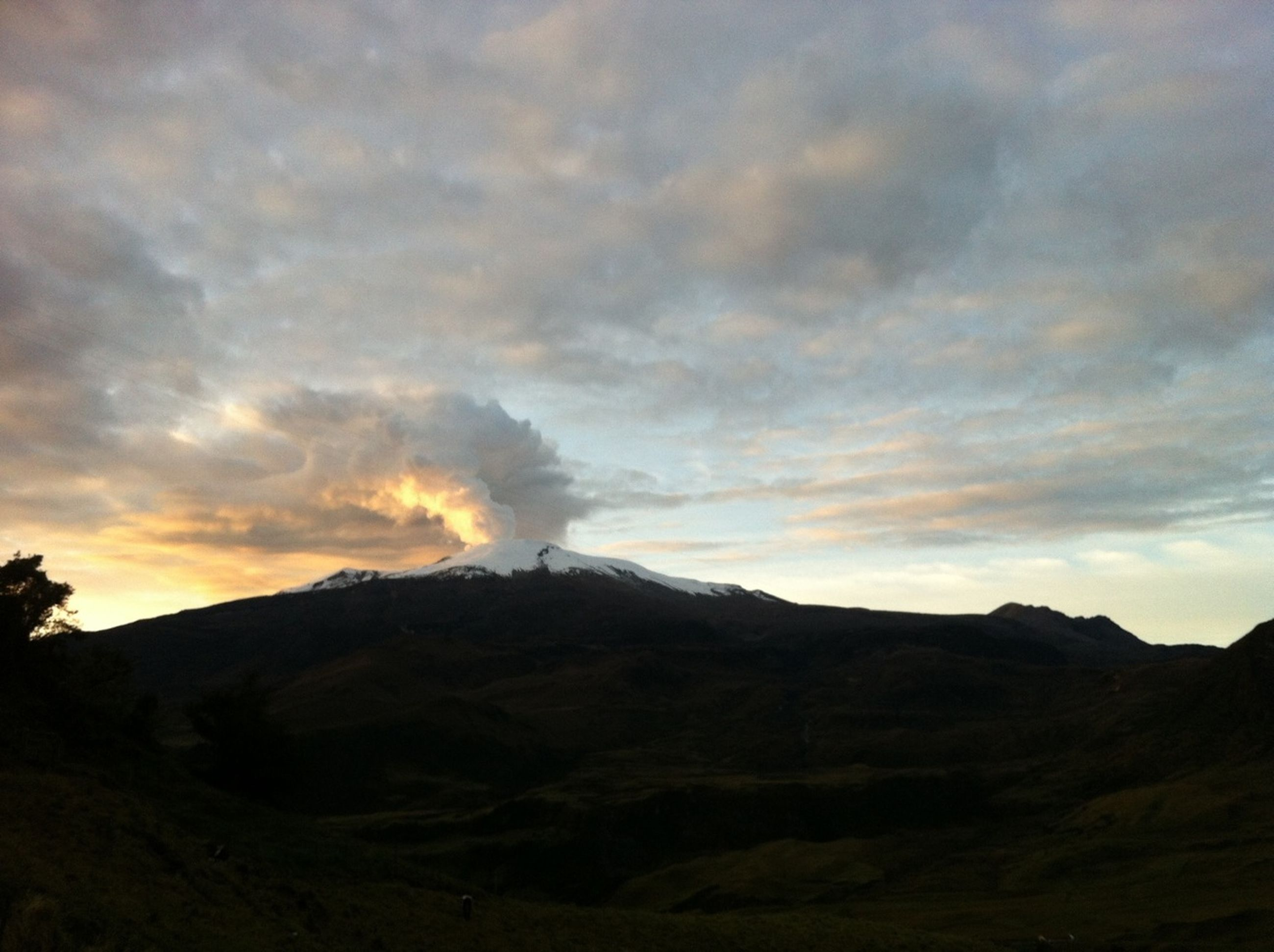 mountain, tranquil scene, sunset, sky, scenics, tranquility, silhouette, beauty in nature, landscape, cloud - sky, mountain range, nature, cloud, idyllic, non-urban scene, cloudy, physical geography, dusk, dramatic sky, remote