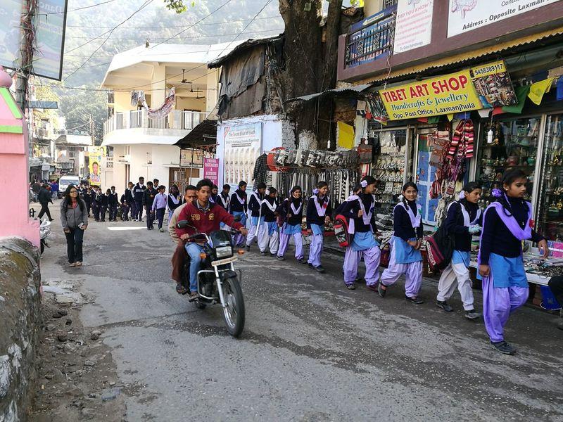 School Travel People Young Women Rishikesh Walking Indian India Travel Destinations Streetlife Streetphoto The Traveler - 2018 EyeEm Awards