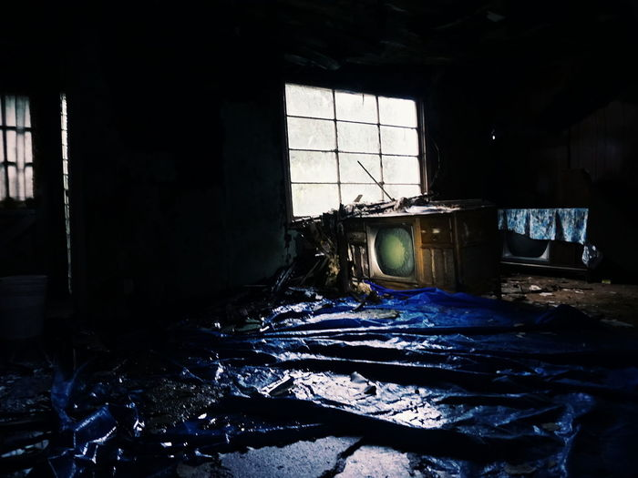 Indoors  Destruction Domestic Room Water Damage Abandoned House Abandoned Urban Exploration No People Light And Shadow Vintage Tv Spooky Spooky Atmosphere
