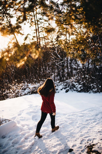 Shot with Nikon d610 + Sigma 35mm 1.4 ART www.instagram.com/pontosanpele www.pelephotography.com Sunset Silhouettes Sunset Portrait Transylvania Walk Away Beauty In Nature Cold Temperature Lifestyles Outdoors Pele Photography Winter Young Adult