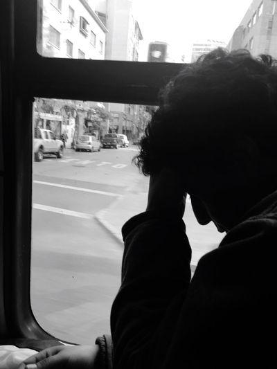 Te necesito... I nenes you... Taking Photos Capture The Moment Santiago De Chile Workmen Feel The Journey Joven En El Bus Monochrome Photography Sad