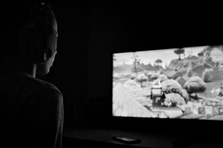 Gaming Kid Xbox Youth Of Today Blackandwhite Blackandwhite Photography Blackandwhitephotography Black And White Black And White Photography Lowkey  Lowkeyphotography Game