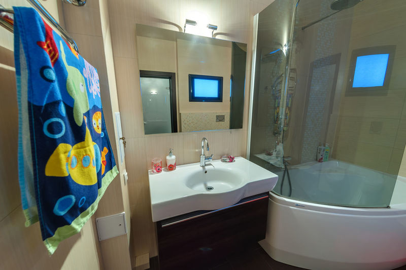 Bathroom Domestic Bathroom Sink Domestic Room Mirror Indoors  Bathtub Home Hygiene No People Towel Household Equipment Illuminated Reflection Faucet Bathroom Sink Wall - Building Feature Luxury Window Absence