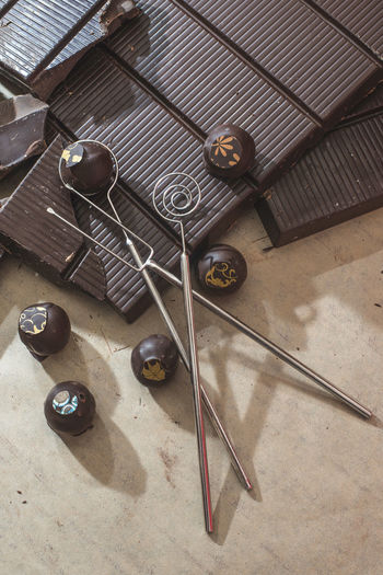 Chocolate Chocolates Sweets Sweet Food Block Bar Chocolate Bar High Angle View Table No People Indoors  Still Life Metal Wood - Material Thread Art And Craft Needle Textile Flooring Choice Group Of Objects Kitchen Utensil Large Group Of Objects Day Work Tool Variation Tool