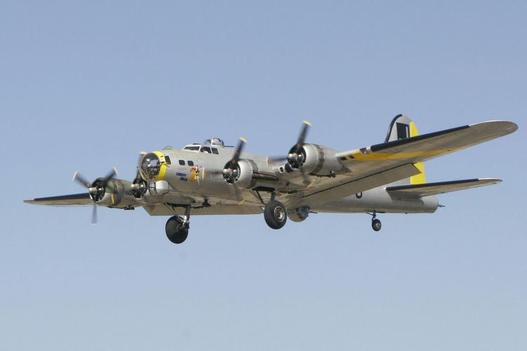 B-17G Flying Fortress Liberty Belle B17 Flyingfortress Bomber Ww2 Warplanes Warbird
