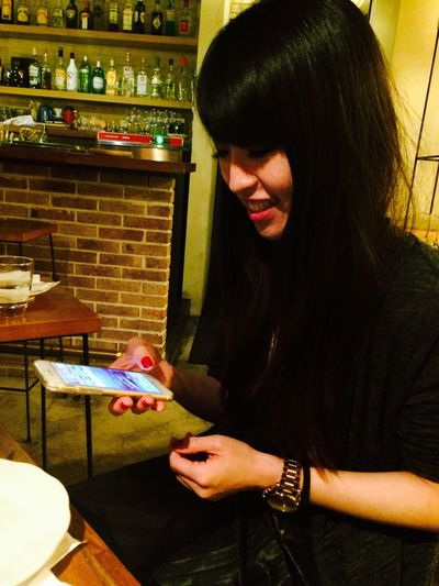 Teaching Her New Iphone6 Secret Tactic She Is Excited Cute Picture