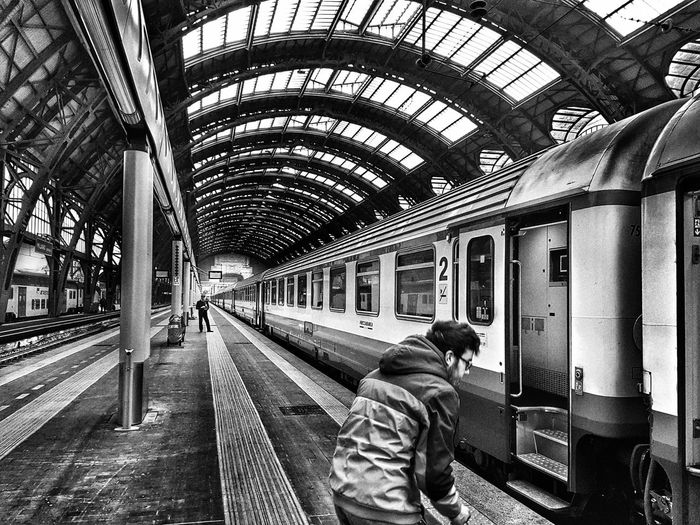 Transportation Public Transportation Railroad Station Travel Railroad Station Platform Milan,Italy Blackandwhite Photography Blachandwhitephotography Train - Vehicle Streetphotography Streetphoto_bw Francescobardoscia Black And White Collection  Blachandwhitebackgroun Passenger Indoors  Men Rail Transportation Real People People Subway Train Day Human Body Part Human Hand Adults Only