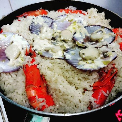 Leftover goodness turned to yuminess Pacham101 Seafoodfriedrice Bakedscallops Garlicbutteredshrimp 👍👍👍