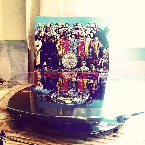Sgt. Peppers.. Thebeatles Beatles Nowplaying Vinyl Vinylcollection Vinlyclub Myvinylstop Record Music 60s Sgtpepperslonelyheartsclubband Swingingsixties Sounds Newpurchase Turntable Recordplayer Ion