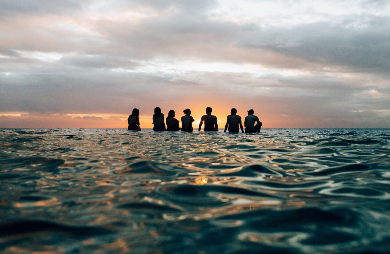 cloud - sky, sky, water, sunset, nature, sea, leisure activity, large group of people, real people, silhouette, beauty in nature, scenics, outdoors, horizon over water, tranquil scene, lifestyles, rippled, men, togetherness, friendship, day, people