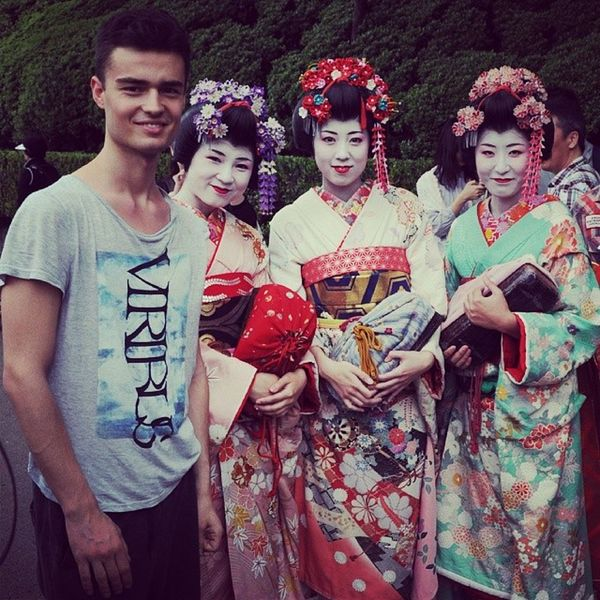 I've just found this picture. It reminds me of all the happy times I had with my best friends <3 Kioto Happy Japan Smile geisha sushi kimono