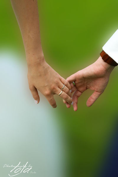 Close-up Human Finger Lifestyles Mariage Mariage Photographe Mariage ❤ MariagePourTous  Person Selective Focus Showing