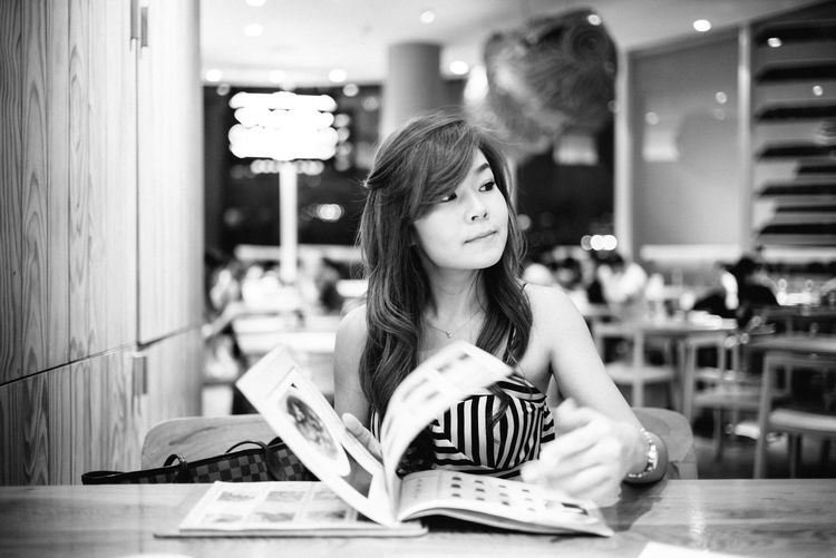 May I order........... By leica 35 mm summilux fle Portrait Beautiful Woman Lifestyles Moments Leicam240 Happiness Enjoying Life Blackandwhite Photography Hanging Out Diner Time  Leicacamera Yummy black and white photography Leica Black And White