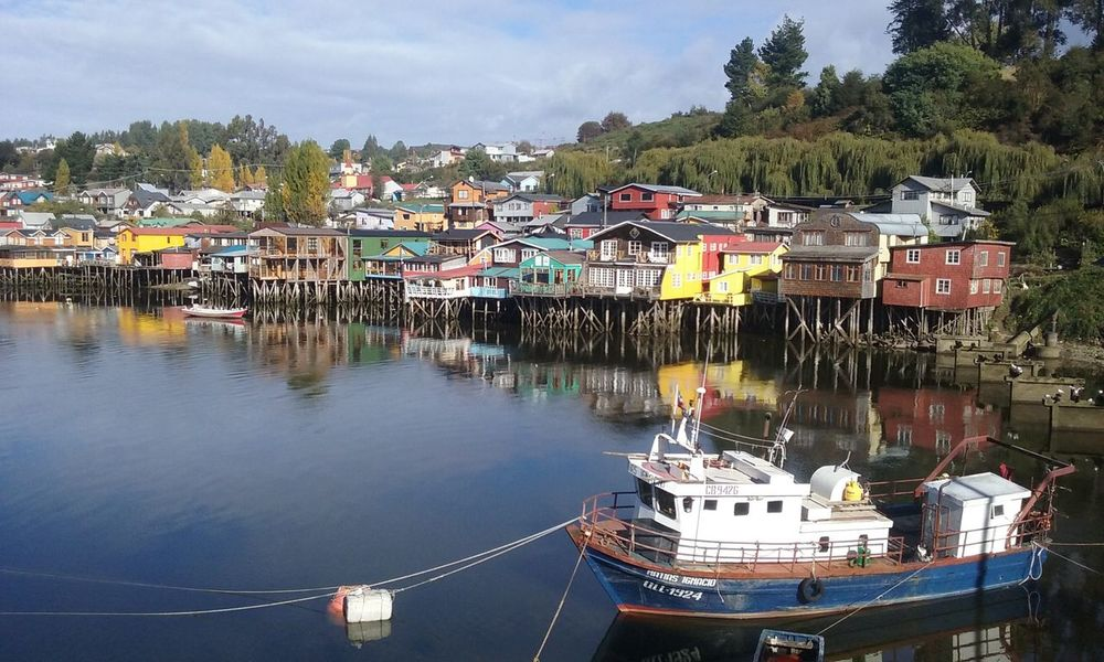 Palafito Water ElSur El Sur Castro Gamboa Chile Hostel Accommodation Reflection Waterview Elmar Palafitos Travel Chiloeisland Chiloé, Chile Loslagos Thisischile Exploring Outdoor Watershed Madera Antigua Boats Boats And Moorings