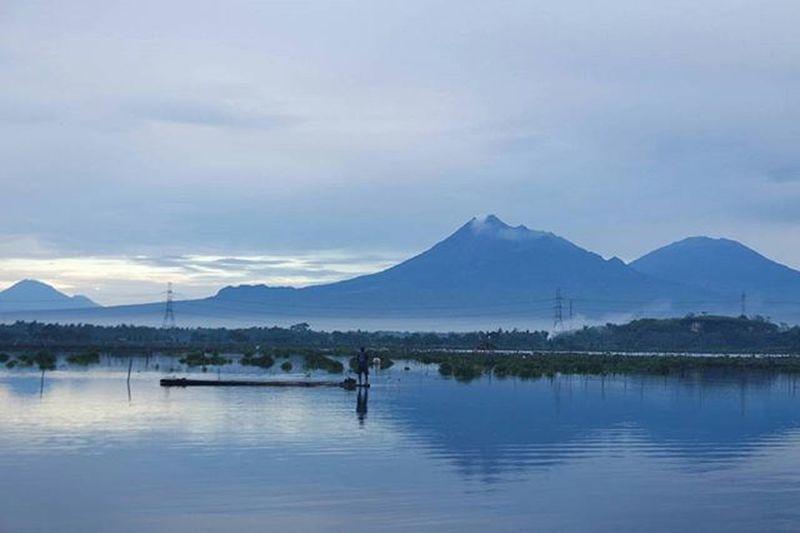 Kejepit dua gunung itu......