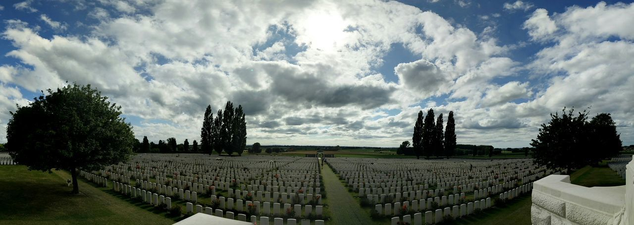 In memoriam for the soldiers who gave their lives durning the Great War. Paying My Respects Eternal Peace Rest In Peace Ieper The Great War Soldiers Graves