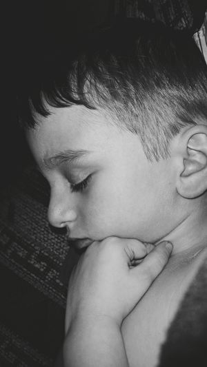 My Son Sleeping Peacefully, he's having alot of health issues. Can My EyeEm Friends Please Pray for Him? Thank You... ♡~ Night Night, Sleep Tight Taking Photos Enjoying Life Check This Out Unitedstates United States Blackandwhitephotography Blackandwhite Blackandwhite Photography Black And White Photography Black & White Pennsylvania Monochrome Black&white EyeEm Gallery Little Boy Mylife Portrait B&W Portrait Sleeping Sleeping Boy Sleepingboy Portrait Of A Boy Myson Photography