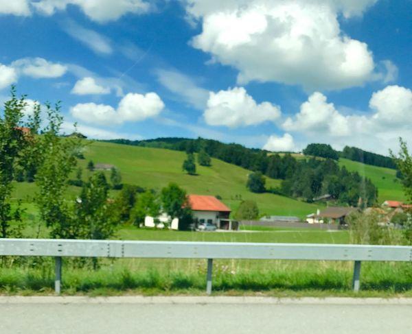 Sur La Route @phaffner Suisse Romande Suisse  🎈👻 2017