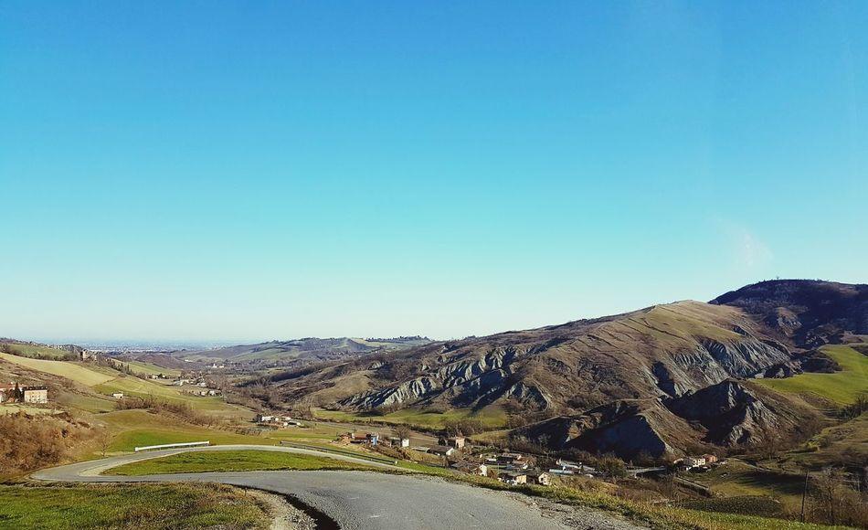 Sky Cieloazzurro Montagne Stradadicampagna Colline Panorama Ariabuona Giornatadisole Orizzonte