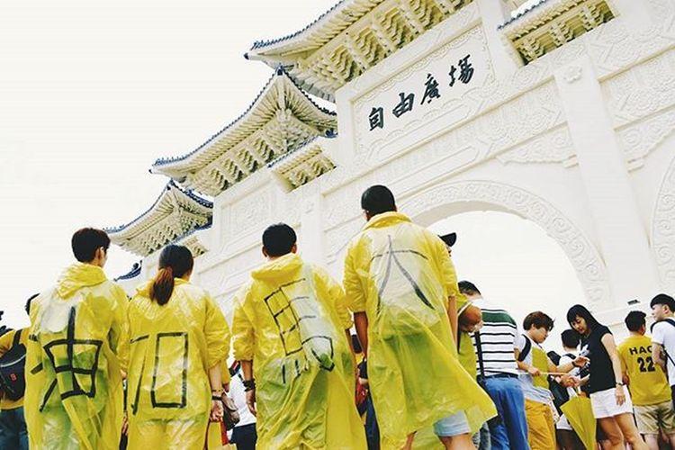 BERSIH 4.0 TAIWAN. 大馬加油。 Vscocam Instadaily Bersih4 Globalbersih Taiwan Photooftheday Xhinmania Malaysia 中正紀念堂 Democracy