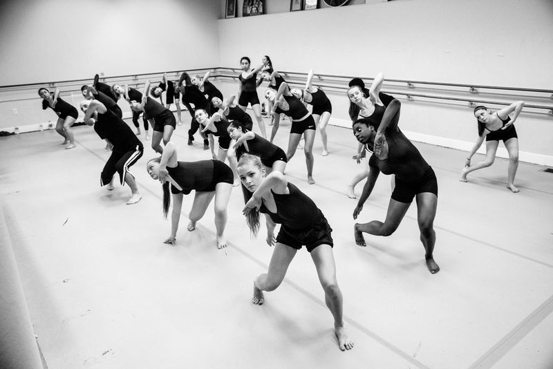 Holding Ballet Ballet Dancer Ballet Studio Boys Dance Dance Class Girls Large Group Of People Lifestyles