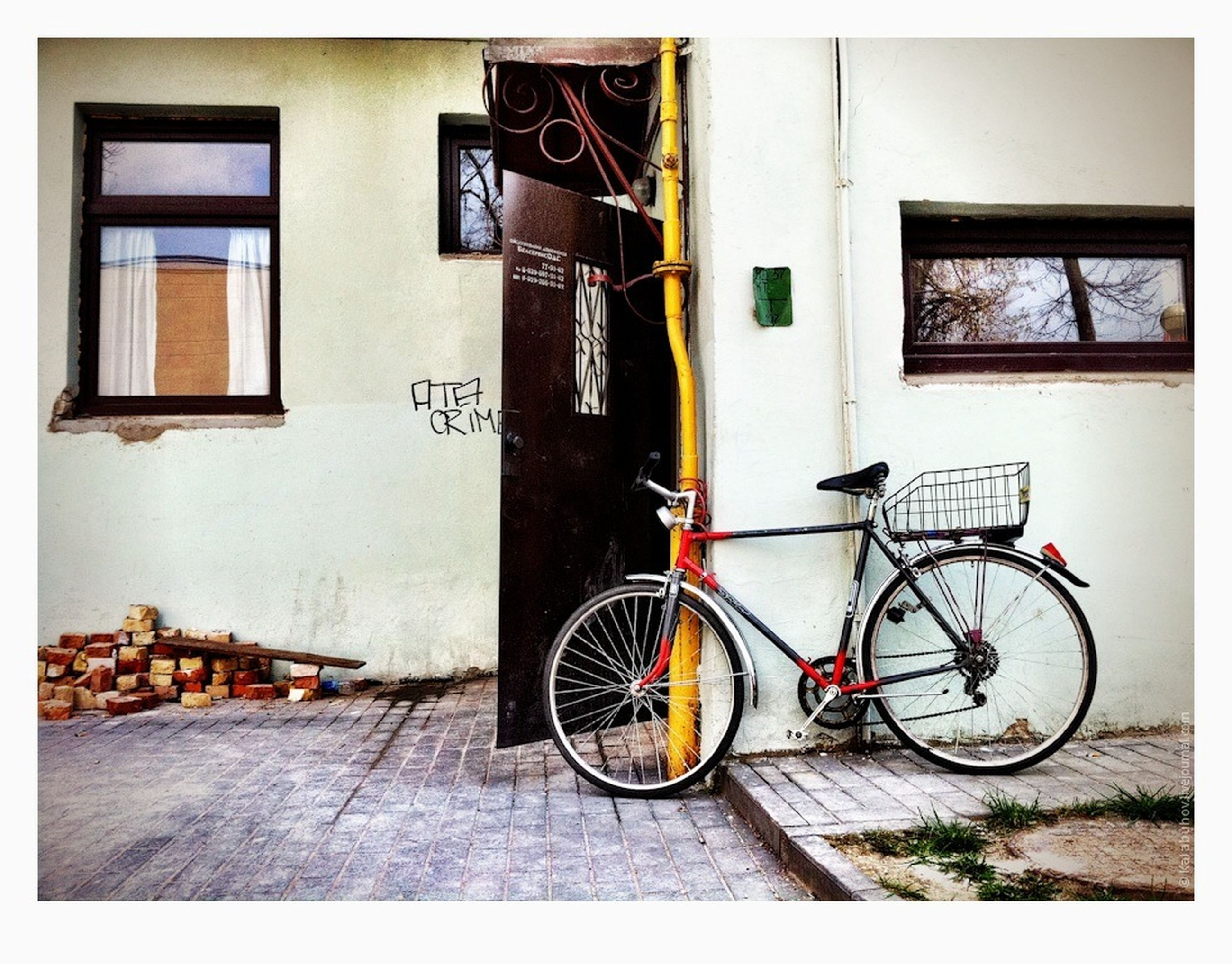 bicycle, transportation, land vehicle, stationary, mode of transport, parked, parking, building exterior, architecture, built structure, street, transfer print, auto post production filter, wall - building feature, sidewalk, leaning, wall, cycle, day, house