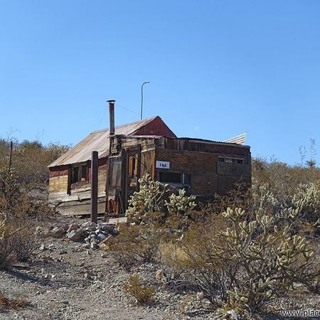 Old house in Searchlight, NV more at www.placesthatwere.com Searchlight Abandoned Nevada Urbanexploration Urbex Abandonedplaces Searchlightnevada Picoftheday Searchlightnv Abandonednevada Abandonedamerica Photography Amazingplaces Abandonedbuilding Ghostttown Nevadaghosttowns