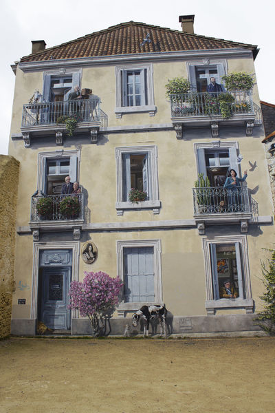 Trompe-L'oeil Montpellier Paintings Paintings On The Walls Trompe-l'œil Architecture Building Exterior Built Structure Dog Door Outdoors Window Windows An Eye For Travel