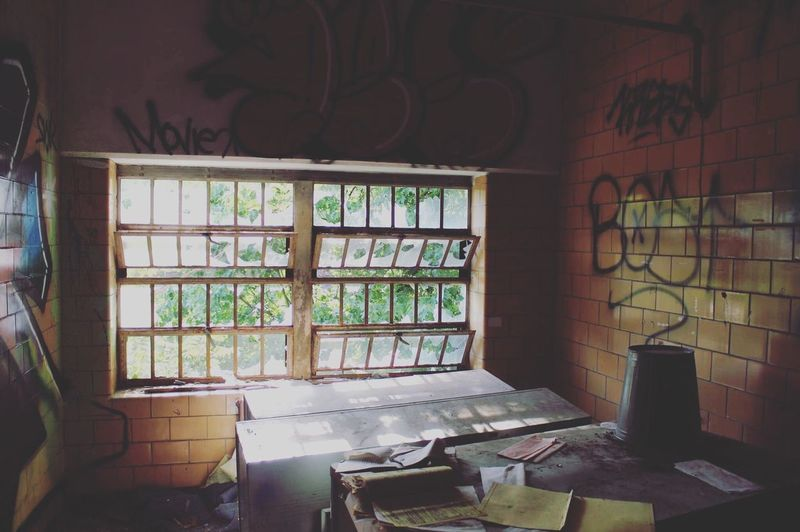Office View Abandoned & Derelict Abandonedbuilding Urbanexplorer Urbanexploration Urbexphotography Urbex Window Indoors  No People Architecture Table Abandoned Day Old Damaged Deterioration